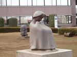 180331098 鶴ヶ島市役所前の彫刻.jpg