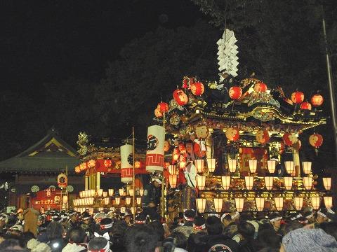 201203-159 秩父夜祭・神社境内.jpg