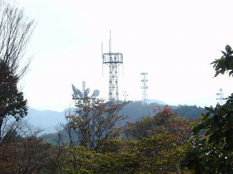 211020-49 堂平山山頂のアンテナ群.jpg