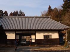 240210-09 長屋門.jpg